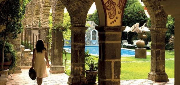 omig_1366x650_guest_area_casa_palma_courtyard01